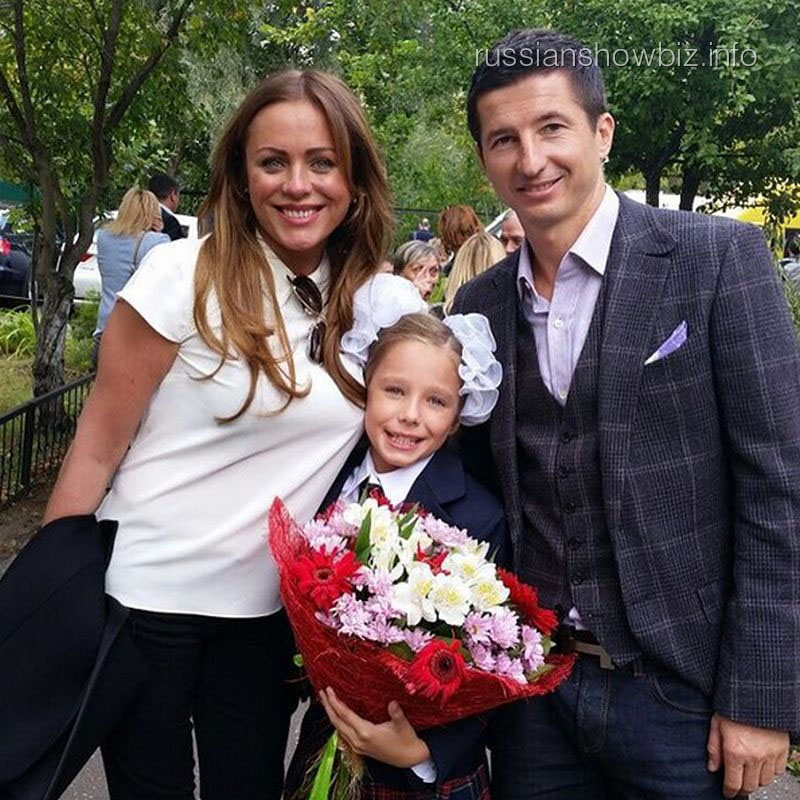 Юлия Началова с дочерью и бывшим мужем