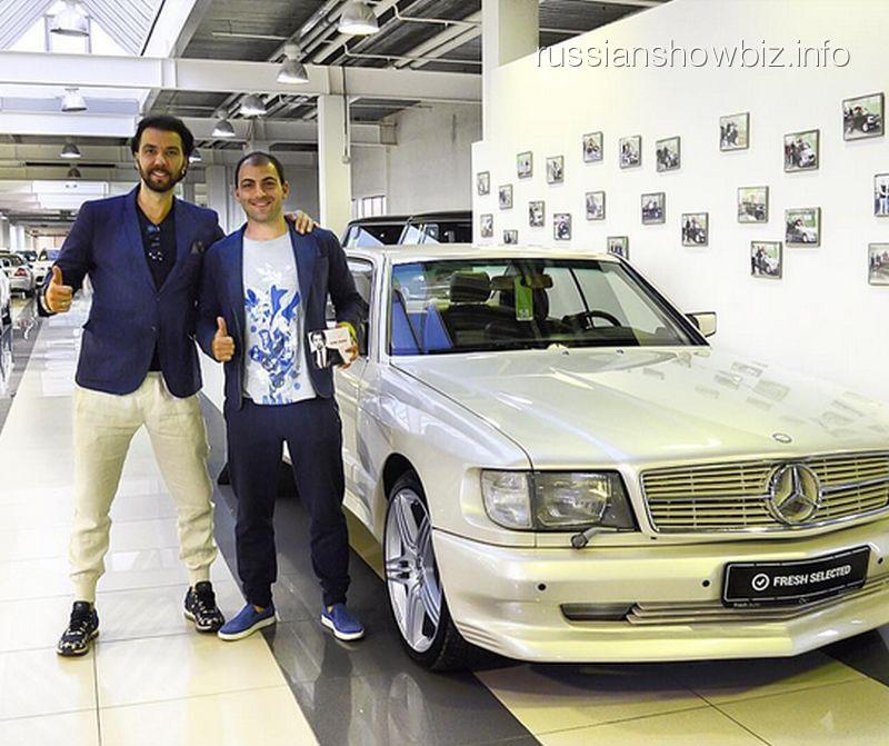 Денис Клявер у нового автомобиля