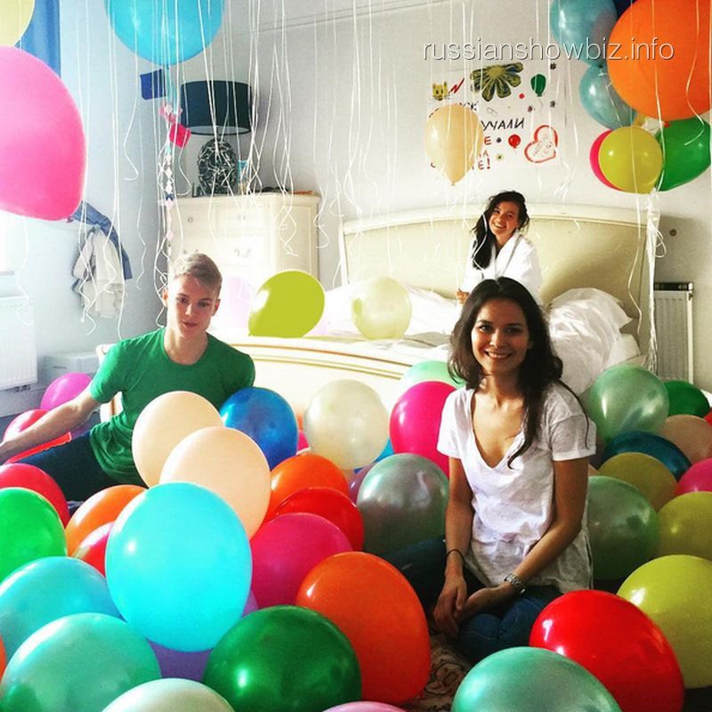 Елена Темникова с друзьями