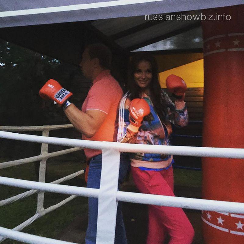 Оксана Федорова на тренировке по боксу