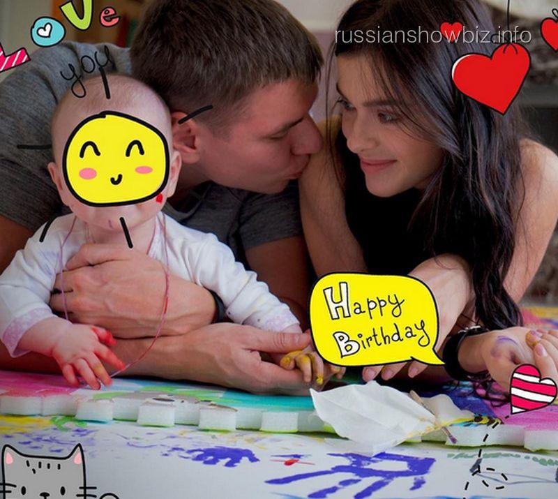 Елена Темникова с мужем и дочкой