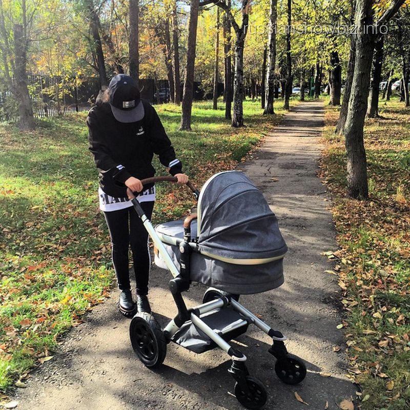 Виктория Дайнеко с дочкой