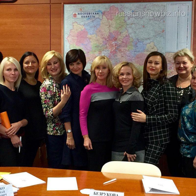 Оксана Пушкина и Ирина Безрукова с членами комиссии