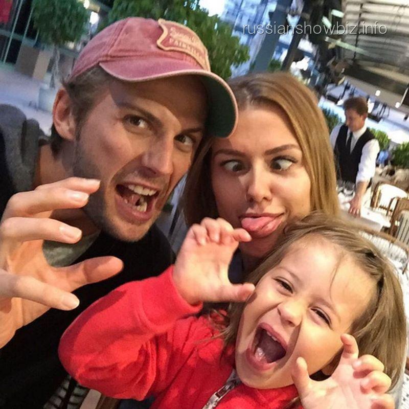 Виктория Боня с мужем и дочерью