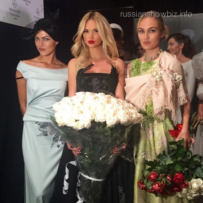Виктория Лопырева на модном показе