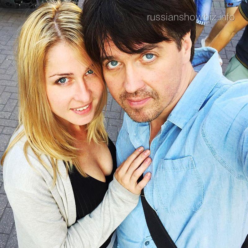 Денис Матросов с новой возлюбленной