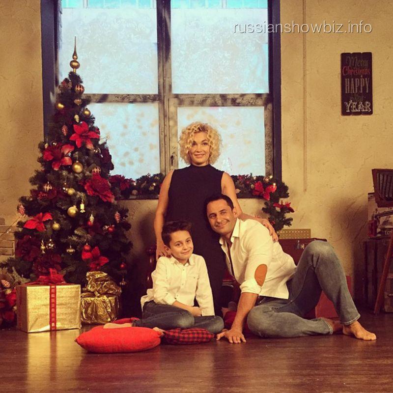 Стас Костюшкин с женой и сыном
