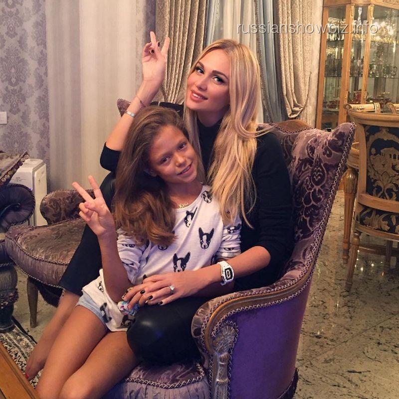Виктория Лопырева с крестной дочерью