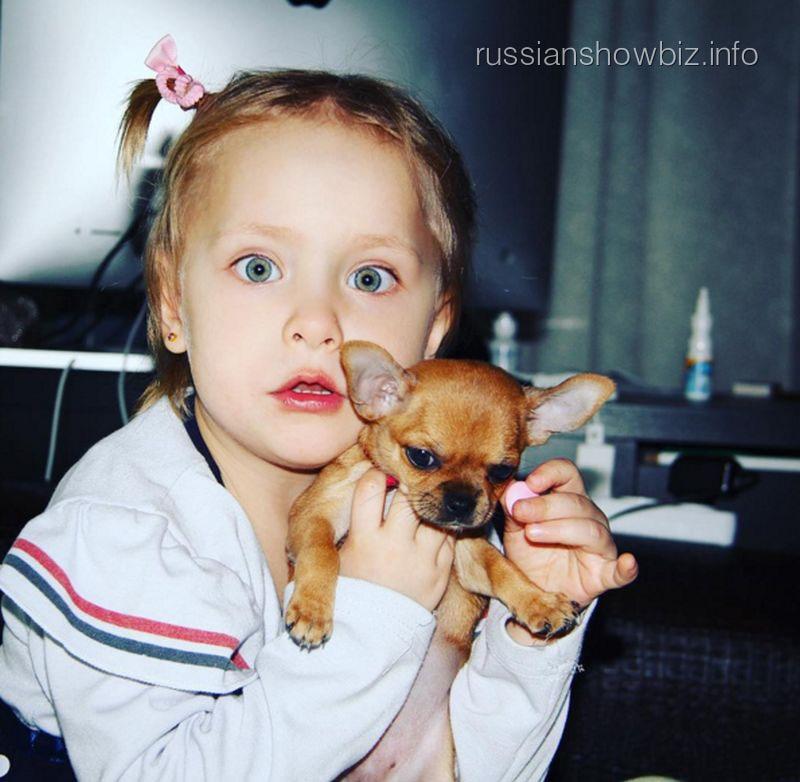 Дочь Светланы Пермяковой с собакой