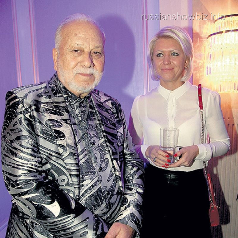 Бедрос Киркоров со спутницей Татьяной (фото - ЭГ)