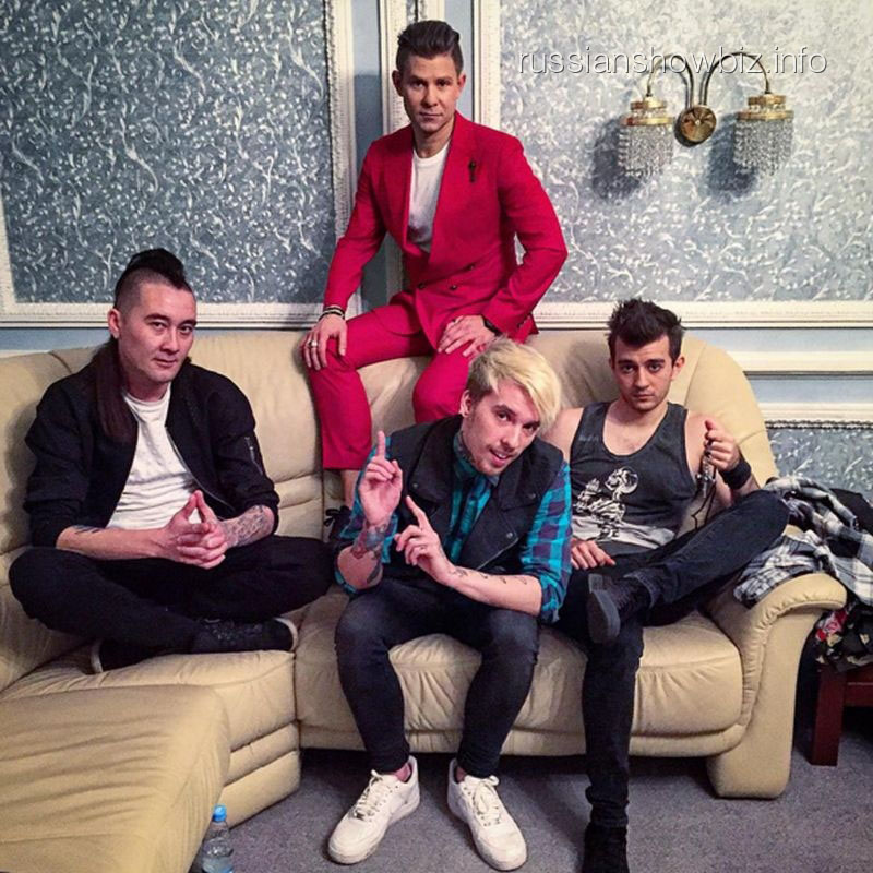 Митя Фомин с музыкантами