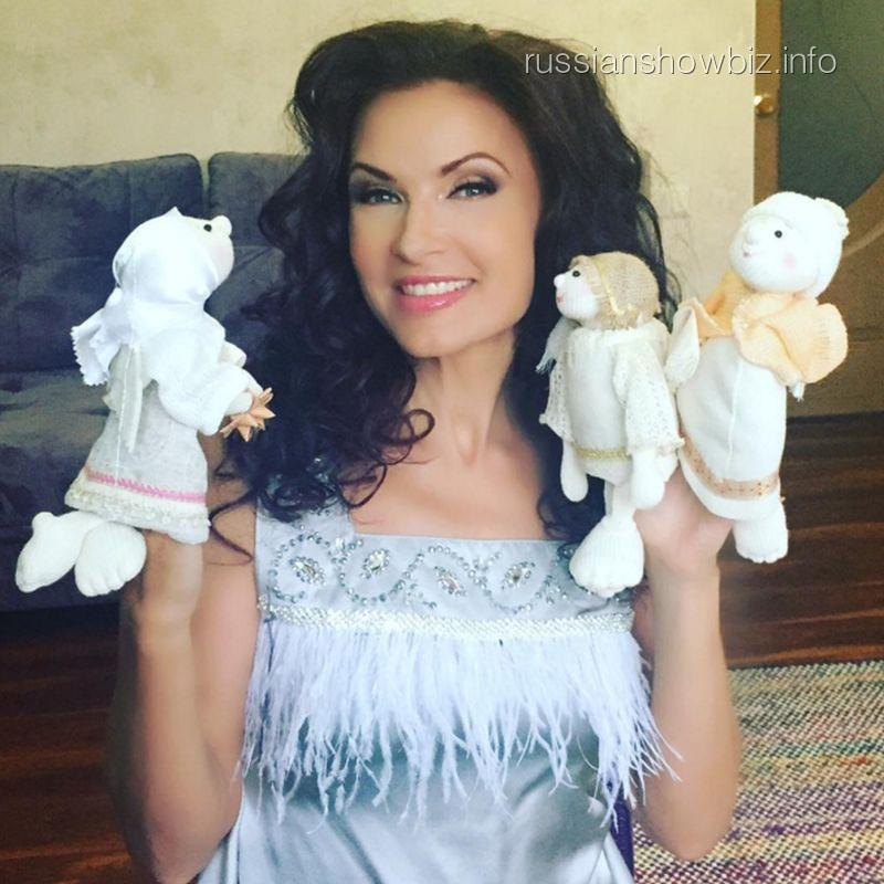 Эвелина Бледанс в третий раз станет мамой