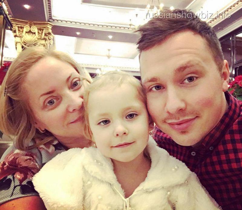Светлана Пермякова с дочкой и мужем