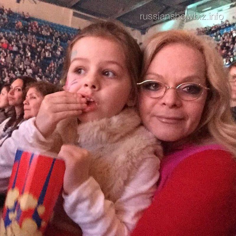 Лариса Долина с внучкой