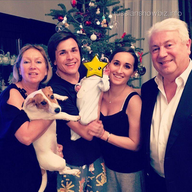 Анастасия Винокур с семьей