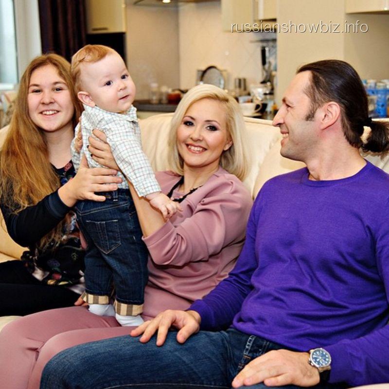 Василиса Володина с семьей