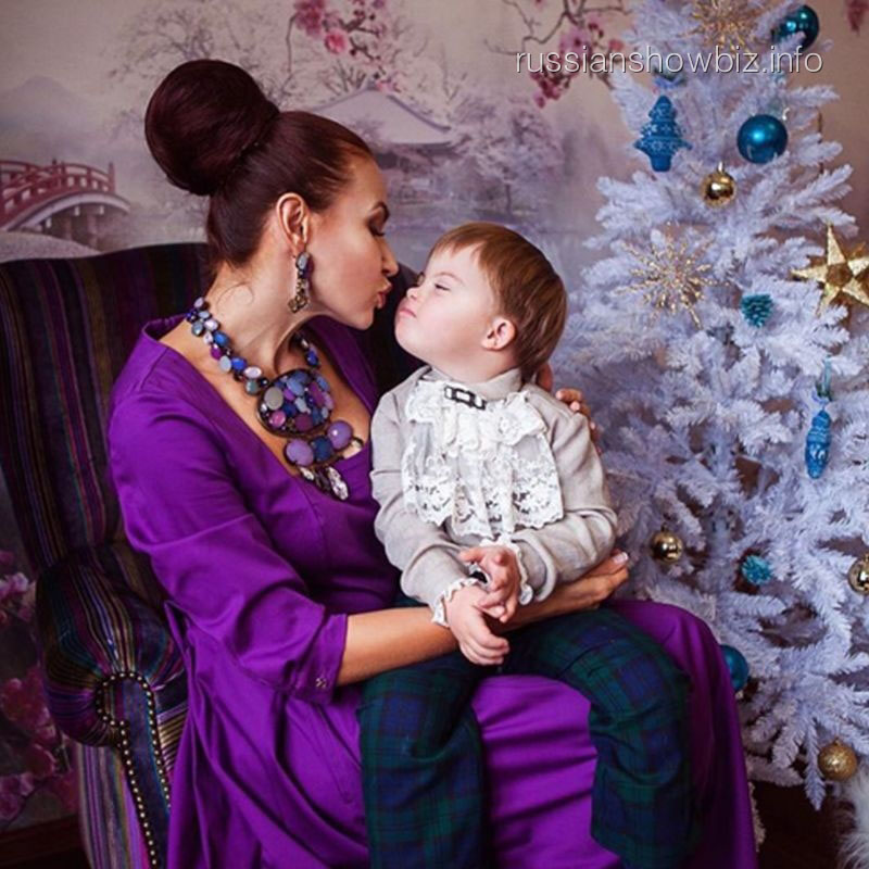 Эвелина Бледанс с сыном