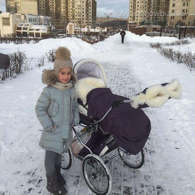 Дочь Ксении Бородиной с сестрой