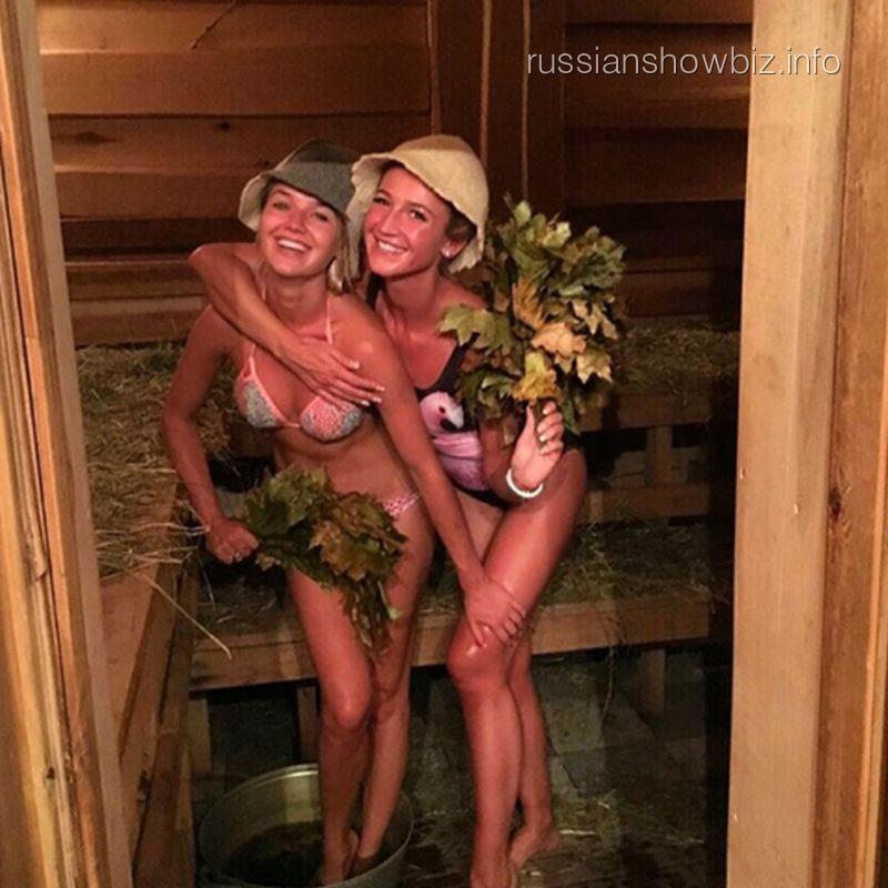Ольга Бузова с подругой