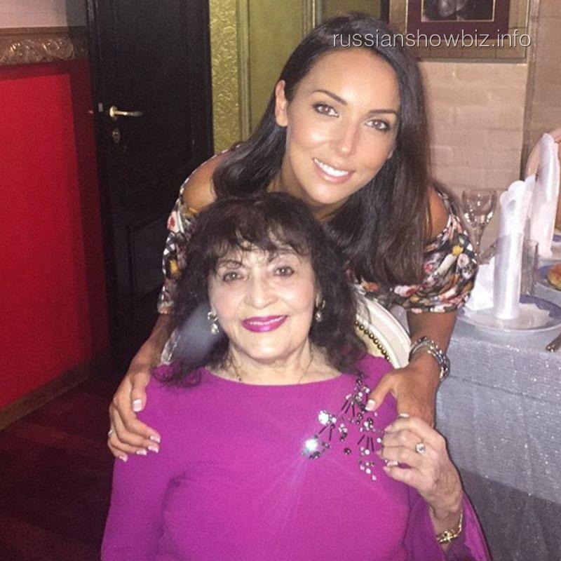Алсу с бабушкой