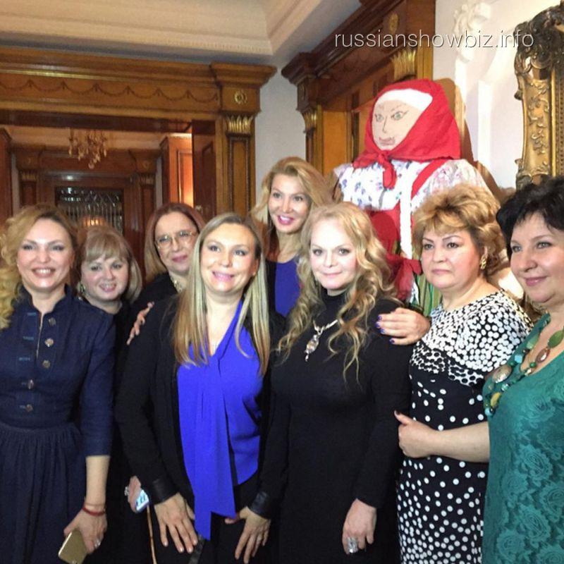 Лариса Долина с друзьями