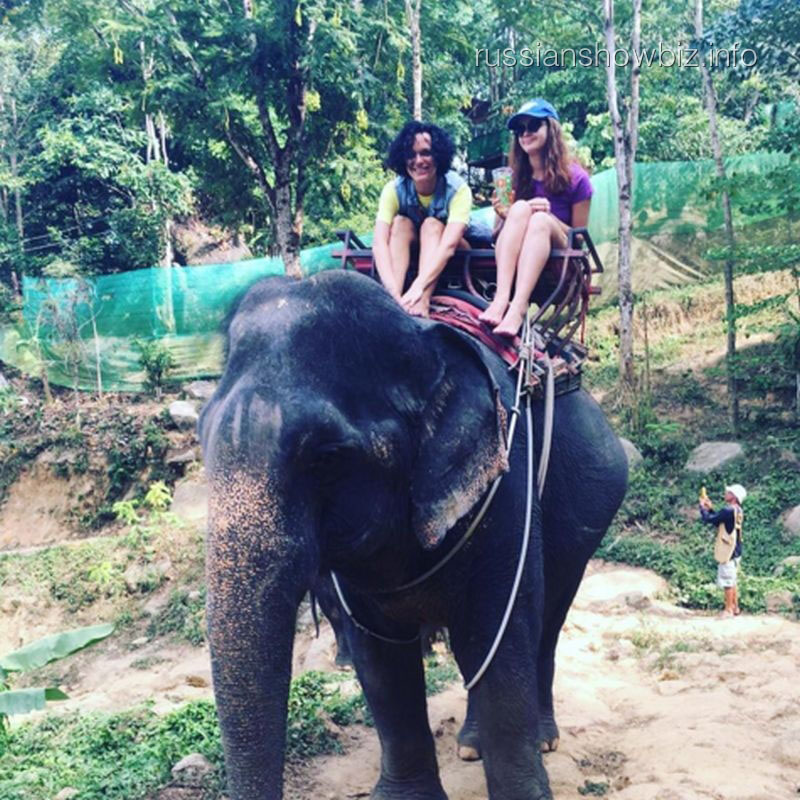 Слава с дочерью на слоне