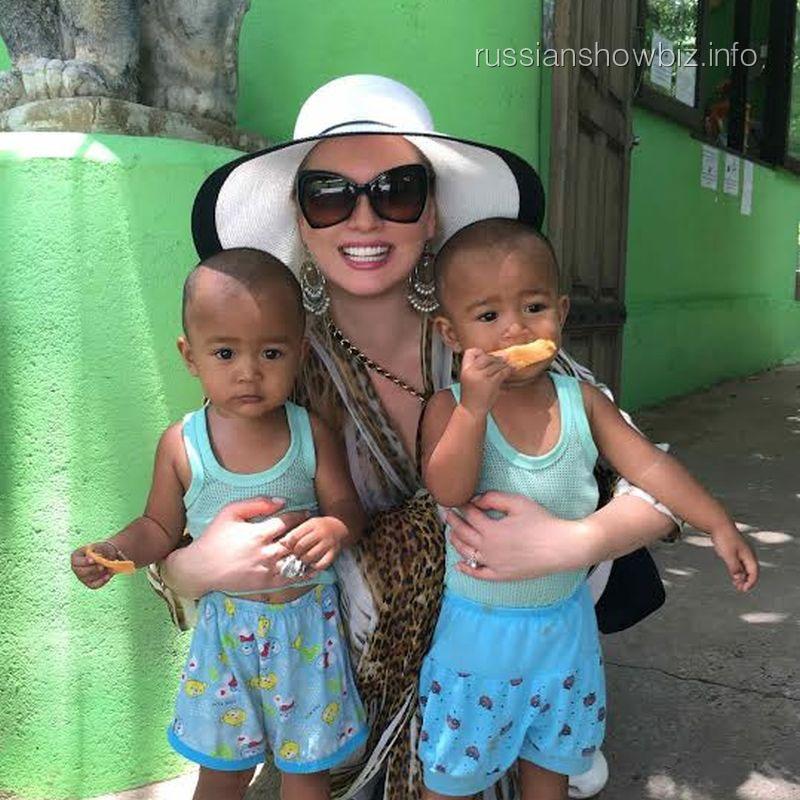Лена Ленина с детьми