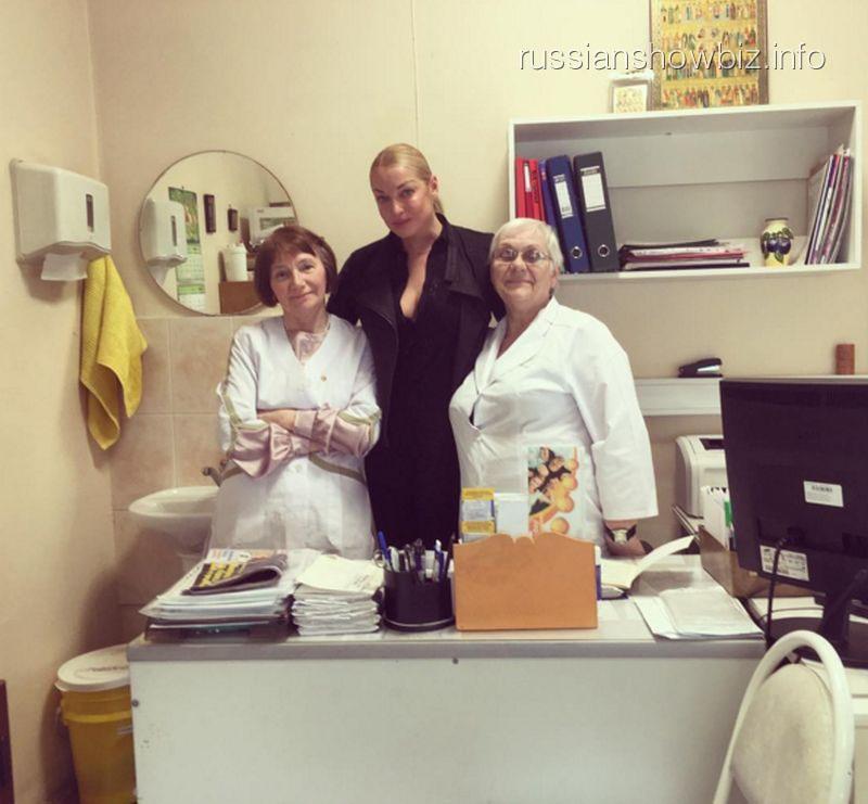 Анастасия Волочкова с врачами