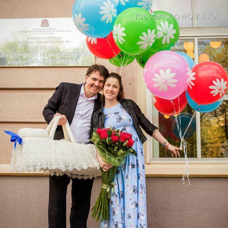 Денис Матросов и Ольга Головина с сыном