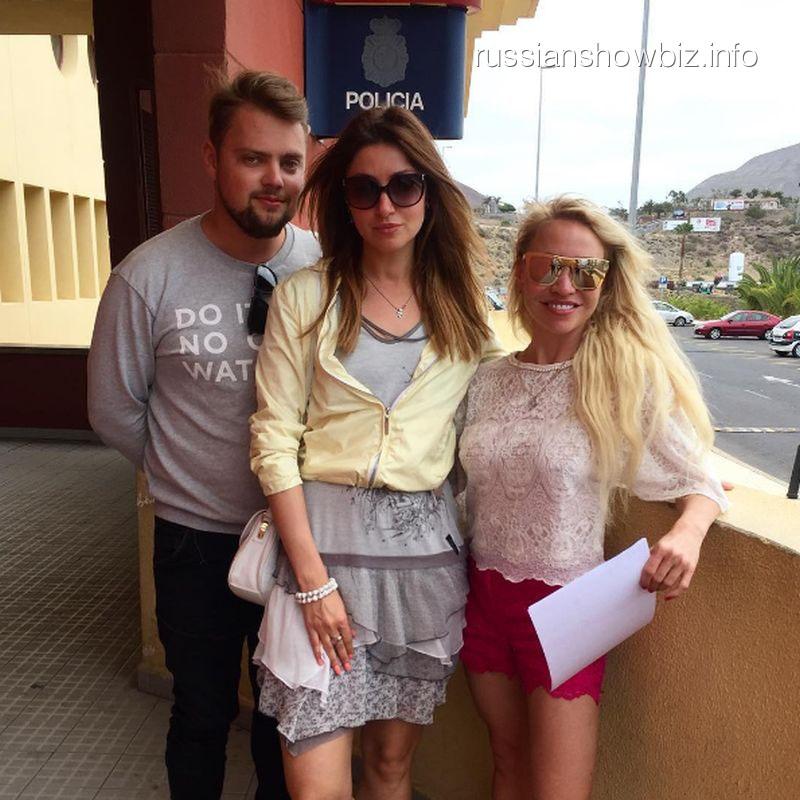Анастасия Макеева с друзьями