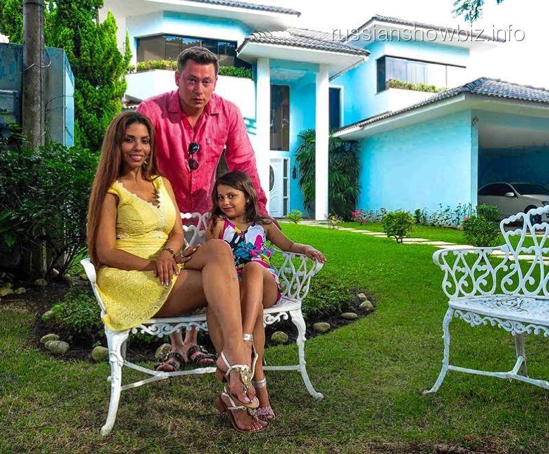 Габриэлла с семьей
