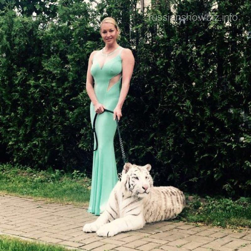 Анастасия Волочкова с тигром