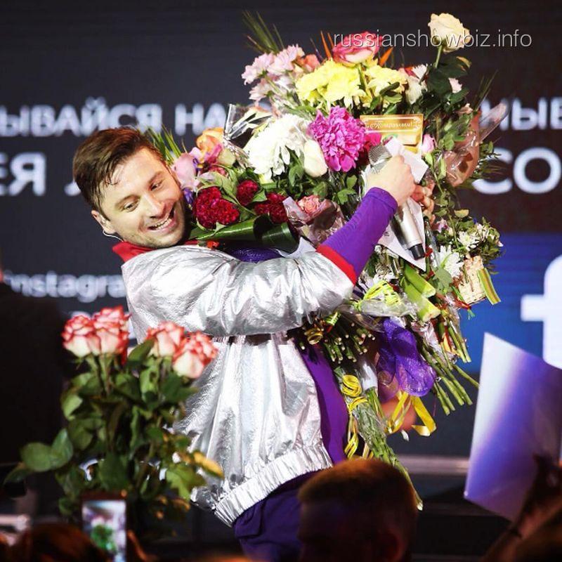 Сергей Лазарев упал воркестровую яму наконцерте вЛипецке