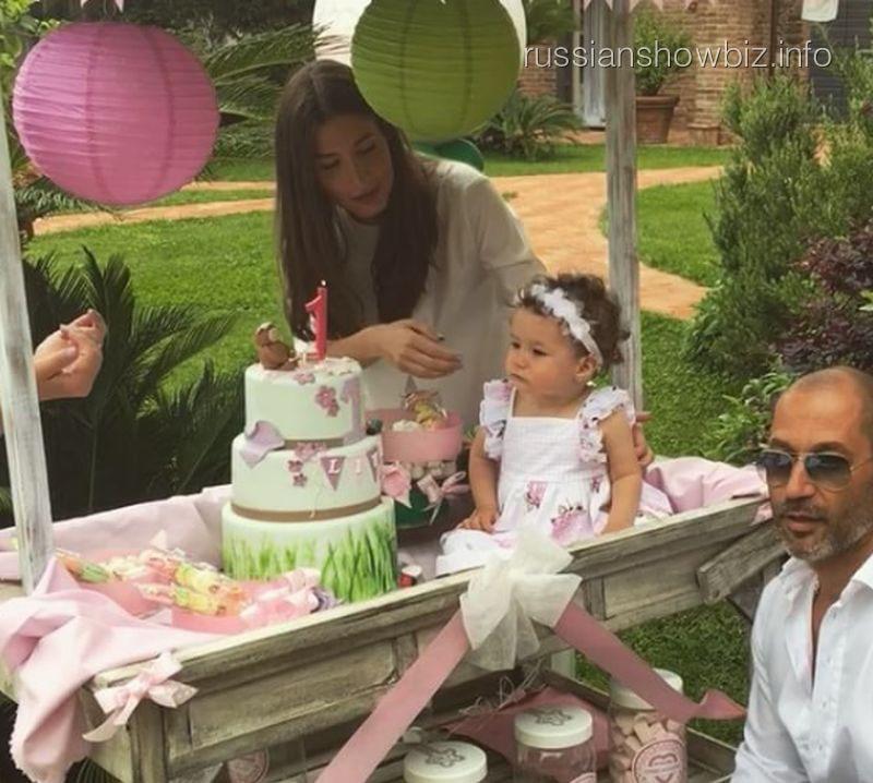Кети Топурия с дочерью и мужем
