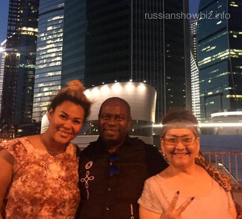 Корнелия Манго с родителями