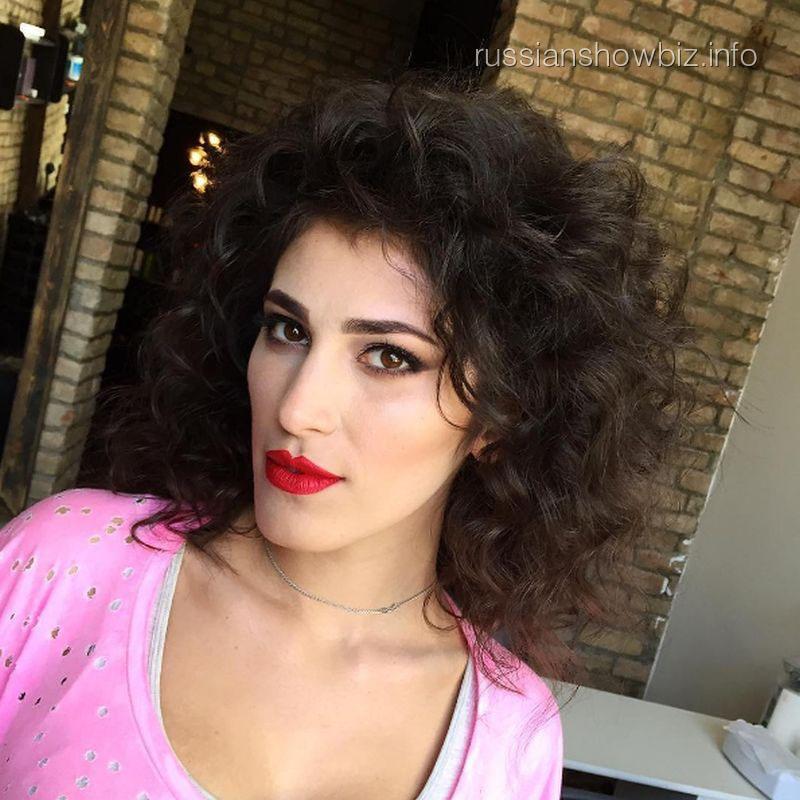 Сестра Сати Казановой покоряет шоу-бизнес
