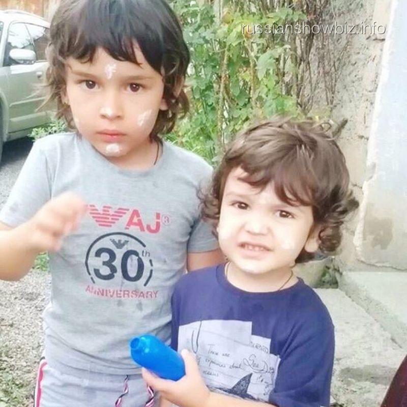 Сын Анфисы Чеховой со своим другом