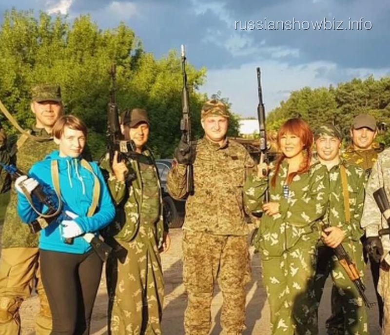 Анита Цой со спецназовцами