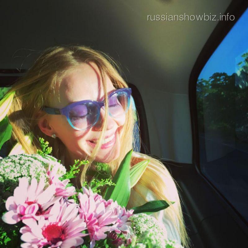 Светлана Ходченкова обнародовала откровенное фото вкупальнике