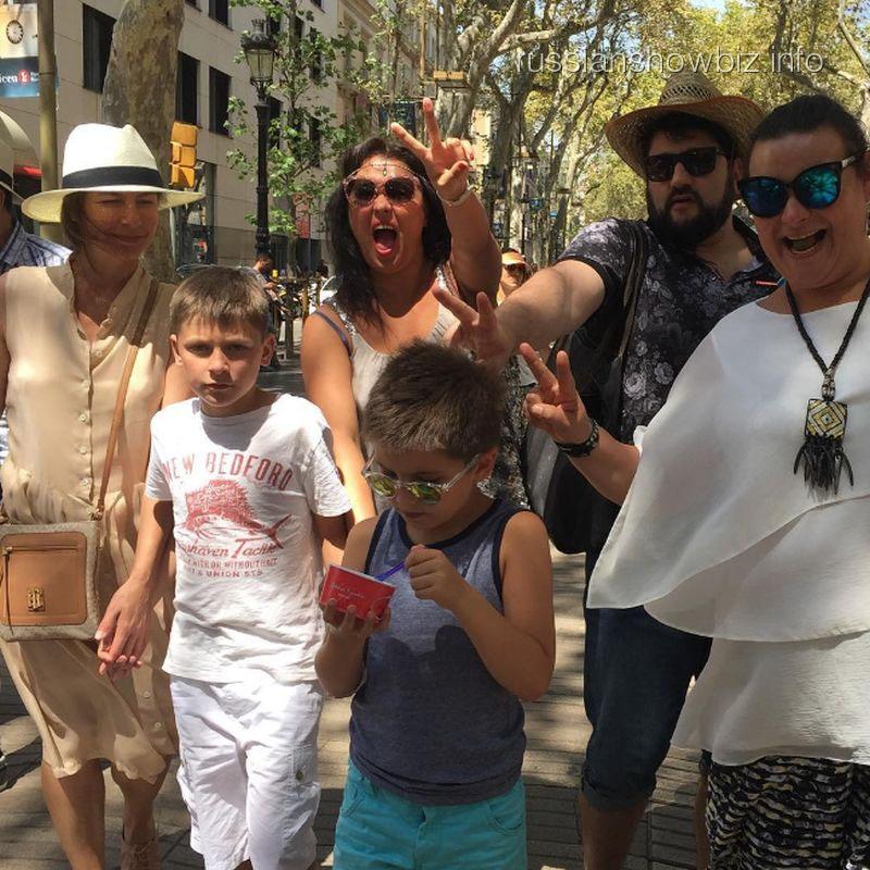 Анна Нетребко с мужем, сыном и друзьями