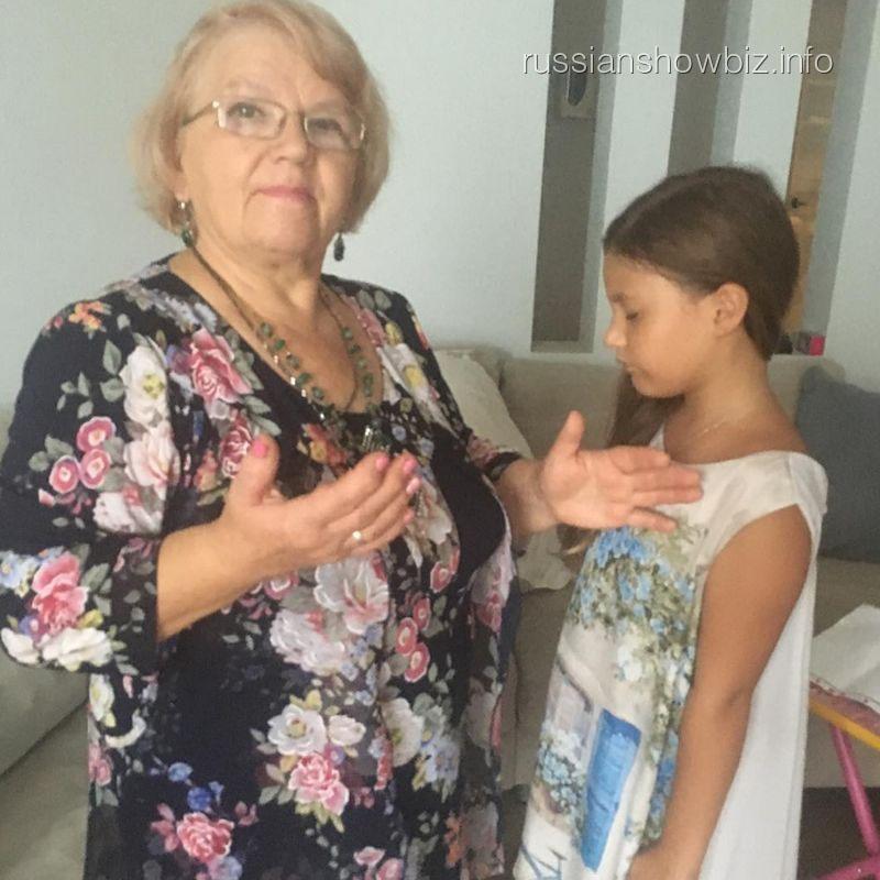 Дочь Даны Борисовой у целительницы