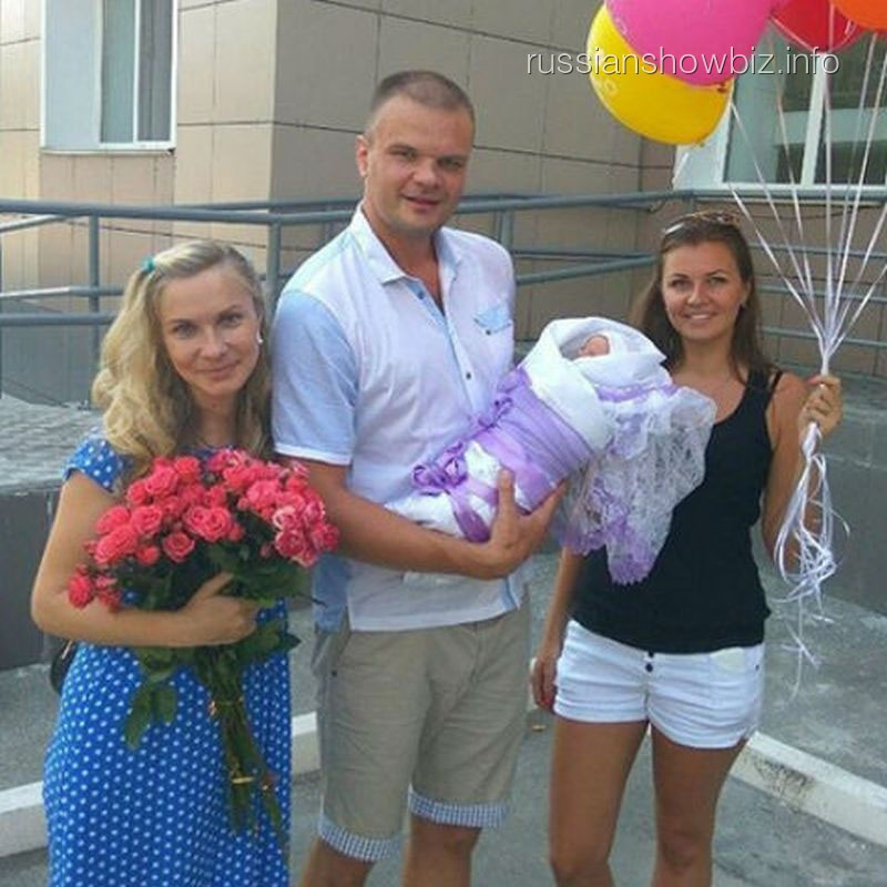 Анастасия Дашко с мужем и подругой