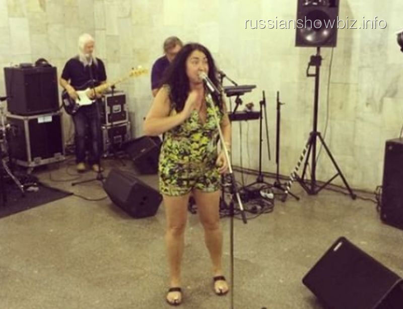 «Музыка вметро»: Лолита спела на«Боровицкой»