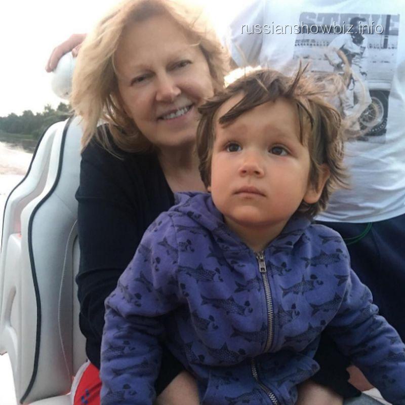 Сын Марии Кожевниковой с бабушкой