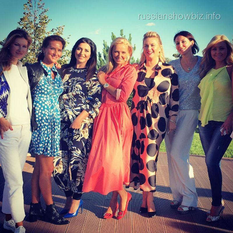 Татьяна Навка с подругами