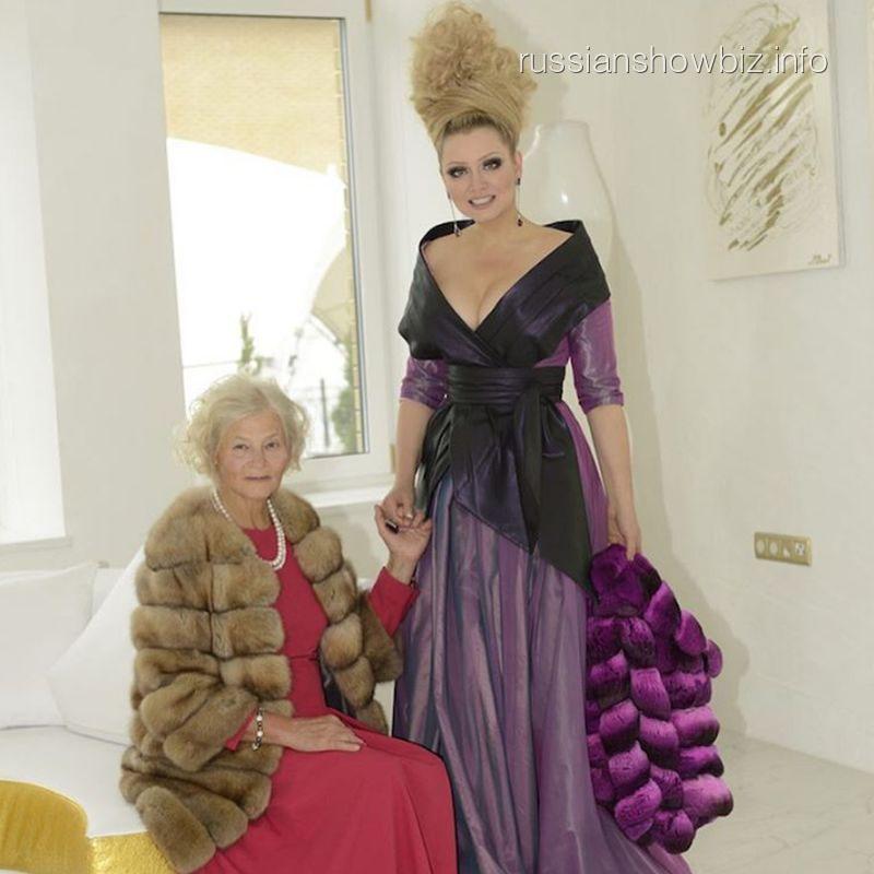 Лена Ленина с мамой