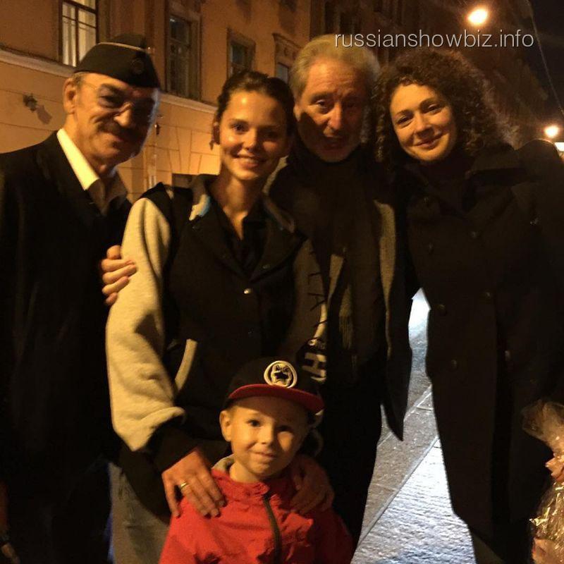 Лиза Боярская с сыном, отцом и семьей Смеховых
