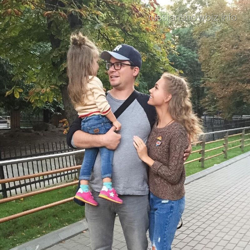 Гарик Харламов и Кристина Асмус с дочерью