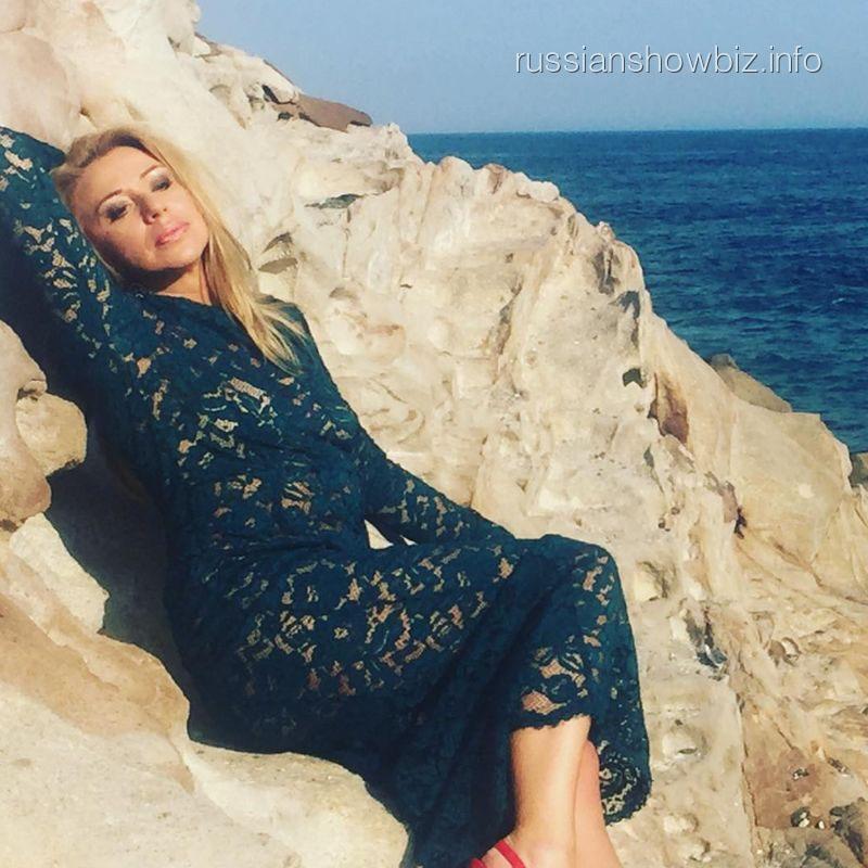 Эротические фотосессии Алены Апиной закончились разводом смужем Александром Иратовым