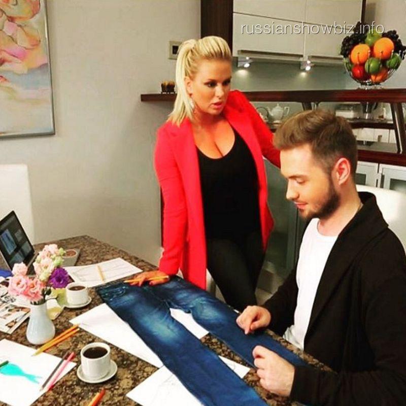 Анна Семенович стала дизайнером одежды